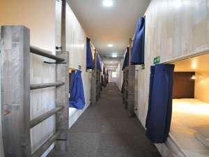 GATE80:男女共用ドミトリー■各部屋に電源、無料Wifi完備