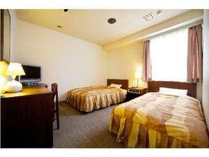 ホテルパオ:ツインルーム140cm幅のベッド(D)1台と120cm幅のベッド(SD)1台あり