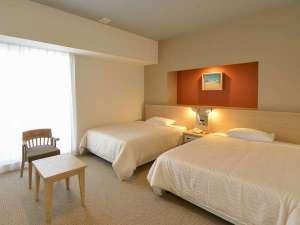 ホテル ライジングサン宮古島:デラックスツインゆったりとした広さのある客室
