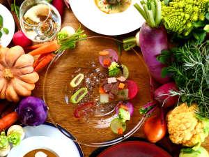 森のキッチン 山小屋  Holahoo:南阿蘇で育った食材をたっぷり使用したコース料理が楽しめます。