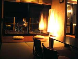 浮羽別館  新紫陽:露天風呂付和室「浮月」居間