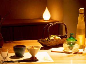 宮島温泉 滝乃荘:■カウンターでお食事■ゆっくりお食事をお愉しみいただける落ち着いた空間。