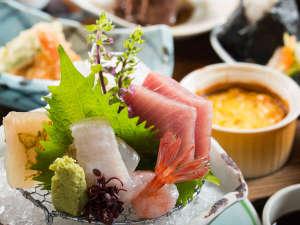 宮島温泉 滝乃荘:■季節のお造り■富山湾の新鮮なお造りをお楽しみください。