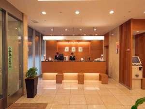 ヴィアイン新宿:フロントイメージ24時間スタッフが対応しております♪深夜帯は正面玄関もロックがあるので安心♪