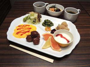 ヴィアイン新宿:無料朝食がグレードアップ!京風出汁のお茶漬けはお好みのトッピングでお召し上がりください♪