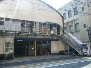 富士国際ホテル:ホテル駐車場。収容台数30台(予約優先)満車の場合近隣を紹介します