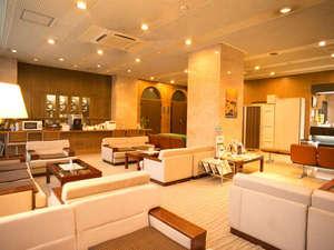 富士国際ホテル:ロビー(待ち合わせやゆっくりくつろげる1階ロビーです。)(禁煙)