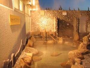 飛騨高山温泉 ひだまりの湯 :【露天風呂】打たせ湯や、五右衛門風呂もあります♪