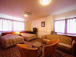 ■スイートルーム■セミダブルベッドで広々♪エキストラベッド利用で3名まで宿泊可能♪