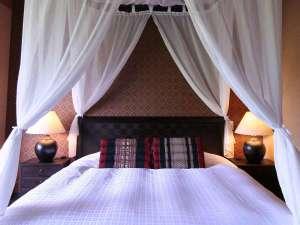 ブリーズベイシーサイドリゾート松島(BBHホテルグループ):天蓋ベッド 180cm幅ベッドでお姫様気分♪*写真は「アジアンルーム天蓋ベッドタイプ」のイメージ