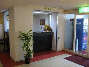 シティホテル甲隆閣:清潔感溢れるロビー