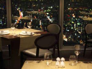 """大阪マリオット都ホテル:57階レストラン「ZK」では、まさに""""天空""""という言葉にふさわしい空間でお食事をお楽しみいただけます。"""
