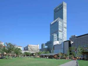 大阪マリオット都ホテル:てんしばからの外観全景写真