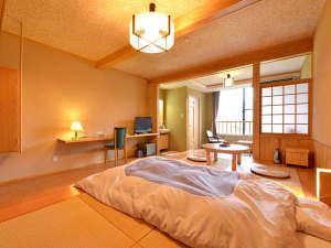 赤倉温泉 みどりや旅館:*和洋室(客室一例)/和と洋、両方の良さを味わえるお部屋。畳敷きのローベッドで寛ぎの休日を。