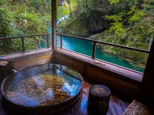 【露天風呂】露天風呂からは、名勝世古峡が眼下に広がります