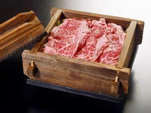 二岐温泉柏屋旅館 :とろけるような国産和牛(夕食一例)