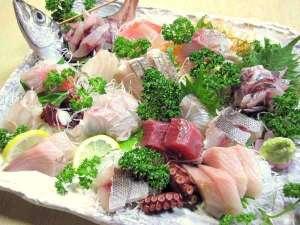 岩風呂とおふくろの手料理の宿 みかみ:*[夕食一例]伊豆ならではの新鮮なお刺身の盛り合わせ♪(※内容は人数により異なります)