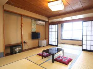はるひら丸:お部屋は全室、オーシャンビュー。伊豆の海一望オレンジビーチ目の前、伊豆初島、大島を一望できます!