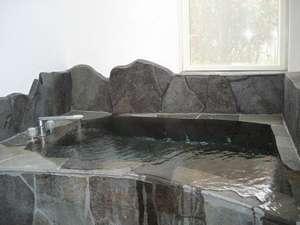 九重ゆらら山荘:九重の名水の岩風呂