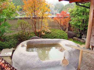奥天竜 不動温泉 佐和屋:*1階温泉露天風呂付き特別室【鳳れん】贅沢にお部屋の露天風呂から紅葉をお楽しみいただけます。