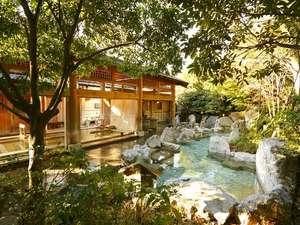 八幡野温泉郷 杜の湯 きらの里:【大浴場:岩露天風呂】自然に囲まれた開放感のある大浴場。高アルカリ性で通称「美肌の湯」と呼ばれる源泉