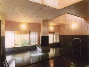 海辺の宿福住:*総檜造りの温泉「高砂の湯」は和風で落ち着いた趣です。