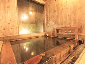 ひのき風呂の宿分家:*ひのきのあたたかみと源泉掛け流しの温泉で旅の疲れも癒されます。