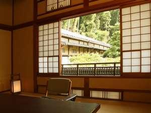 源泉と明治15年創業の歴史あるゆ宿 藤田屋