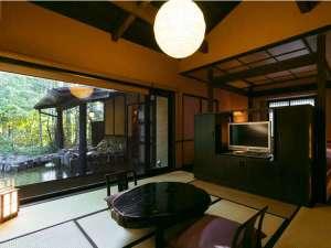 いやしの里 松苑:お部屋からすぐ露天風呂に入れます、離れならではのお風呂を満喫してください