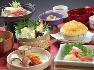 旬と味覚とおもてなしの宿 湯郷グランドホテル:【2018年・このは会席】秋のスタンダードの料理です。