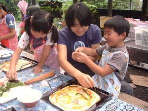 体験民宿WARERA元気倶楽部:家族でピザトッピングー楽しくわくわくタイム