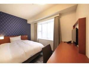 リッチモンドホテル東京目白:【スタンダードシングルA】広さ15㎡に140cm幅のダブルベッド、1人でもゆったりお休みいただけます。