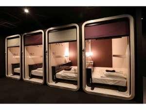 ファーストキャビン博多:◆ビジネスクラスキャビン:ベッドはシングルサイズ。TVは32インチ。