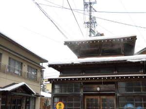 福島屋旅館:当館の目の前にある外湯(大湯)