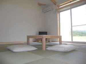 プレミアムスウィッチプラス コンドミニアム:沖縄風畳を使用少しモダンな感覚に仕上がりました。