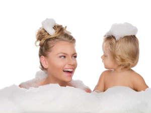 星のテラスもとぶ山里:ホットジャグジーバスで仲良く~洗い場とシャワーでご自宅のように身体を洗えるので楽々。バブル入浴剤あり