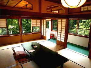 【緑風館(お部屋一例)】昔ながらの情緒と野庭園を望む。
