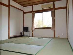 あやべ山の家:客室10畳間(一例)