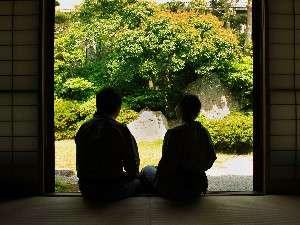 萩の宿 常茂恵:ふたりだけの特別な時間を、四季折々の日本庭園を眺めながらゆったりとお過ごしください