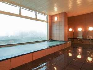 白馬姫川温泉 リゾートイン マリオンシナノ:*[女性用大浴場]最上階にあり大きな窓が気持ちの良い大浴場