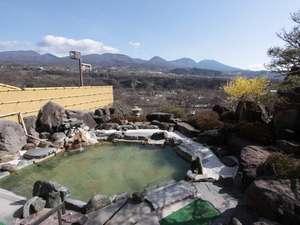 布引温泉こもろ:眺望抜群の露天風呂。泉質の良い温泉はかすかに茶褐色