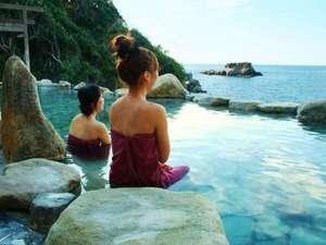 南紀白浜 浜千鳥の湯 海舟:【浜千鳥の湯】湯あみ着を着用する為、女性も気軽にご利用いただける混浴露天です♪