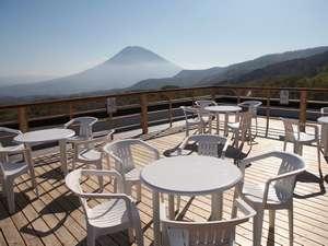 ナチュラルリゾートニセコワイスホテル:360度ニセコ連峰を楽しめるスペース・ワイス寶亭留おすすめパノラマデッキ