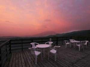 ナチュラルリゾートニセコワイスホテル:パステルカラーに広がる夕暮れ 満天の星空 朝には雲海の日の出等 美くしき空の表情をお楽しみください。