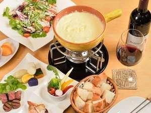 ナチュラルリゾートニセコワイスホテル:秋冬限定のチーズフォンデュで心も身体もあたたまるひとときを。