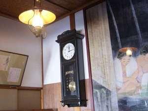 不動閣棟は大正ロマンの雰囲気。大きな振り子時計