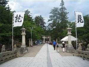 米沢歴史文化の中心「上杉神社」までは車で約30分