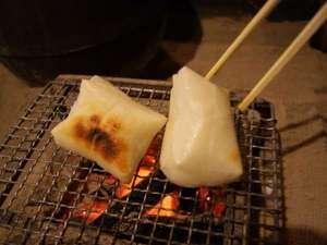 【冬の楽しみ方】《囲炉裏で餅焼きお汁粉づくり》炭で焼いたお餅をお汁粉に。1杯300円