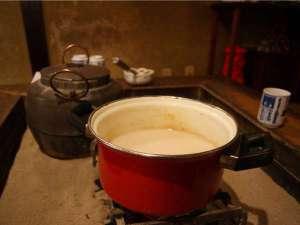 【冬の楽しみ方】《甘酒お振舞!》1月~2月の土日祝日地元酒蔵さんの酒粕で作った甘酒のお振舞です。