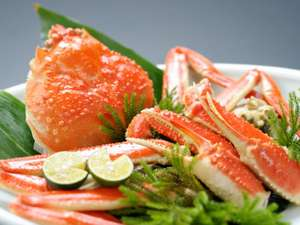 皆生温泉 東光園:活松葉蟹の姿盛。みずみずしくも濃厚な味わいに大満足必至です!※写真はイメージです